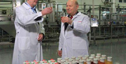 Сергей Собянин запустил новейшую линию по производству натуральных соков в «Очаково»