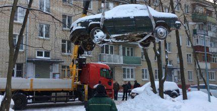 В «Новой Москве» ведутся работы по вывозу брошенных транспортных средств