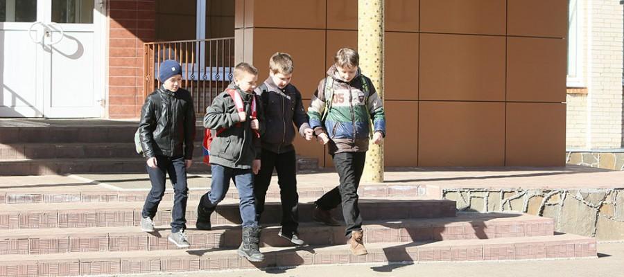 …три, четыре, пять: вышел школьник погулять!