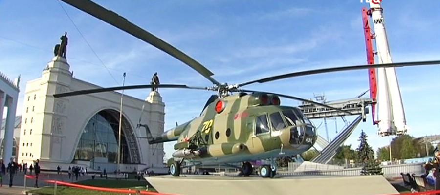 Сергей Собянин открыл выставку современной военной техники на ВДНХ