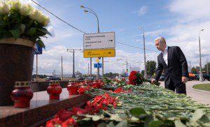 Сергей Собянин возложил венки у станции метро «Парк победы»