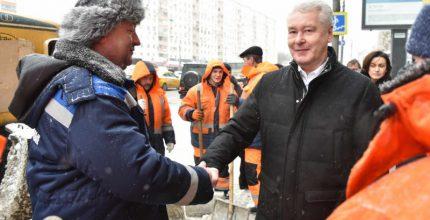 Собянин призвал коммунальщиков ускорить уборку снега