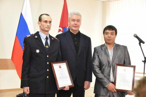 Собянин наградил мужчин, спасших женщину на станции метро «Красносельская»