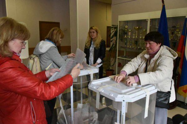 Десятки тысяч москвичей пришли на участки предварительного голосования ЕР