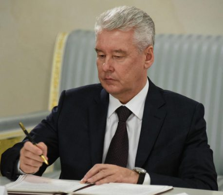 """Собянин ознакомился с ходом строительства метро """"Ховрино"""""""