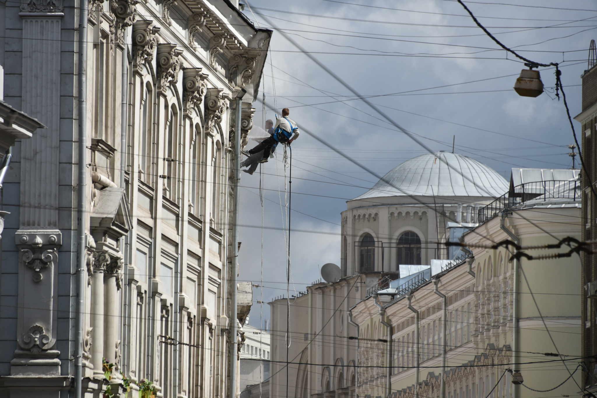 Бизнес активно занимает вакантные места на ключевых торговых улицах Москвы. Фото: архив