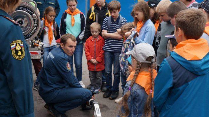 «Московская смена» Центра социального обеспечения пришла в гости к пожарным Троицка