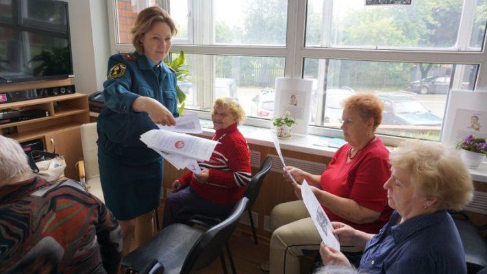 В библиотеке им. Михайловых г.о. Троицк сотрудник МЧС провела встречу