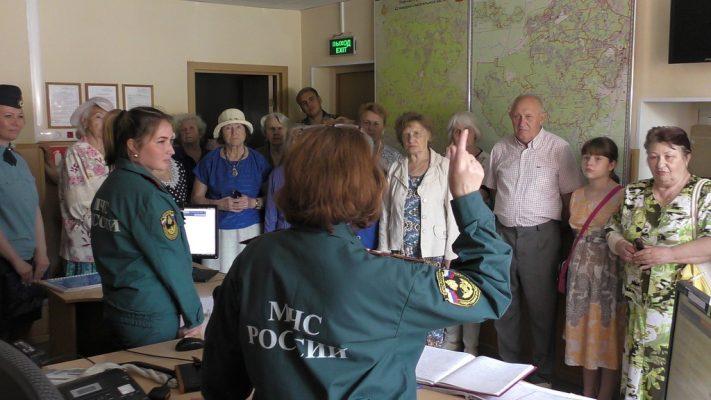 Получатели социальных услуг побывали в пожарной части городского округа Троицк