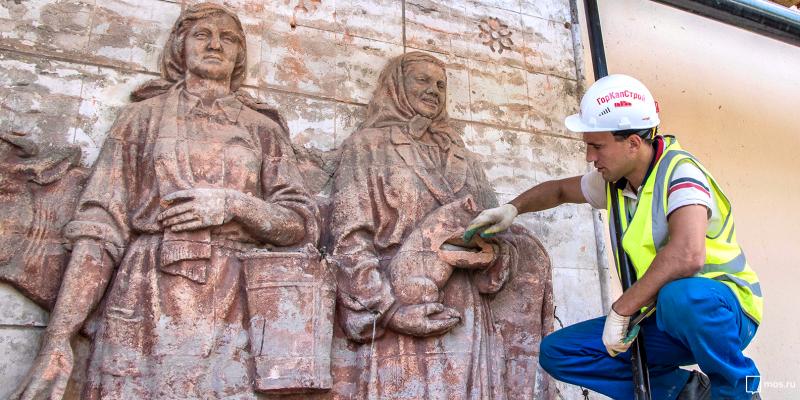 В ходе реставрации павильона «Химия» на ВДНХ нашли скрытые барельефы