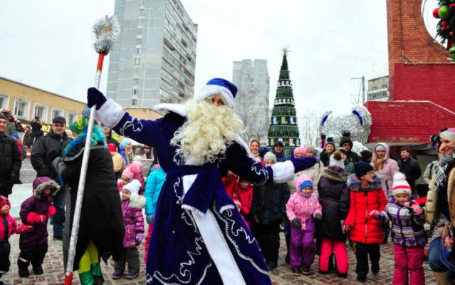 Дед Мороз шагает по бульварам