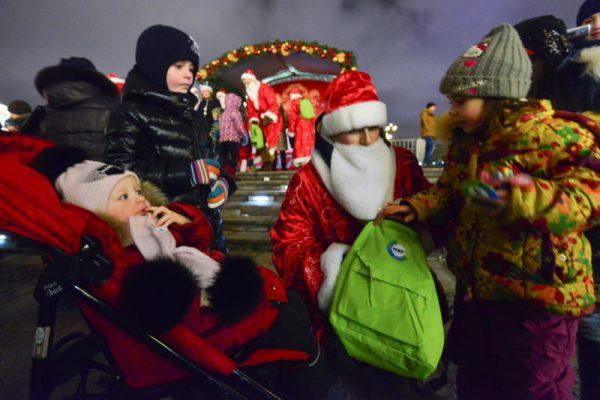 Новый год к нам мчится: москвичи рассказали, как хотят отметить праздник в парках