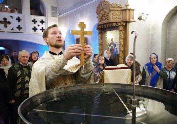 Крещение в Троицке: обычай и таинство