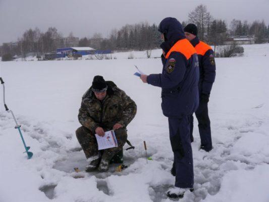 Профилактические рейды по местам массового выхода рыбаков на лед
