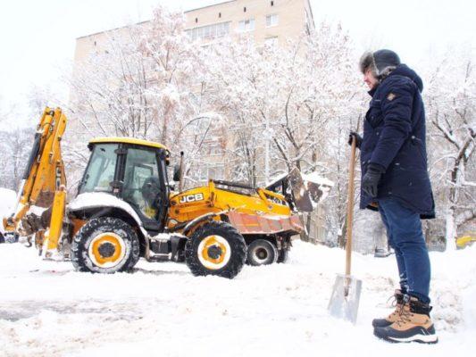 Снежный субботник: сменили офис на лопаты