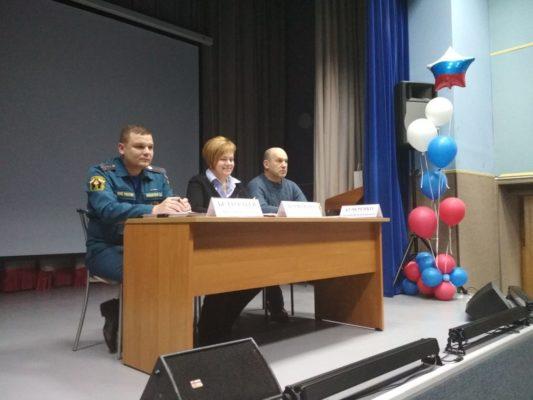 Сотрудники МЧС по ТиНАО приняли участие во встречах с населением