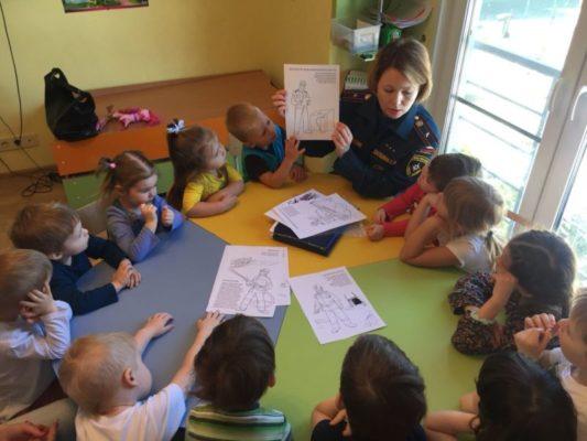 Групповое занятие по пожарной безопасности с детьми развивающего центра «Ягодки»