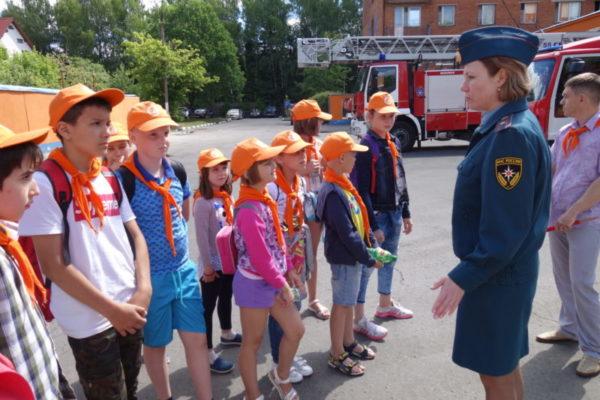 Каникулы проходят интересно – экскурсия в пожарно-спасательную часть