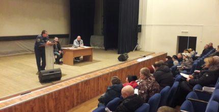 О вопросах зимнего пожароопасного периода на встречах с населением и заседаниях КЧСиПБ поселений