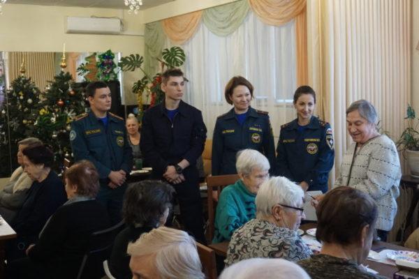 Добровольцы провели мастер класс с Троицкими пенсионерами