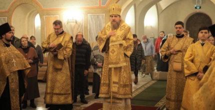 С епископом во главе