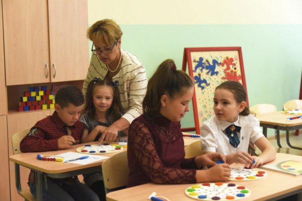 Депобр пояснил предложения ограничить прием в школы детей без прививок