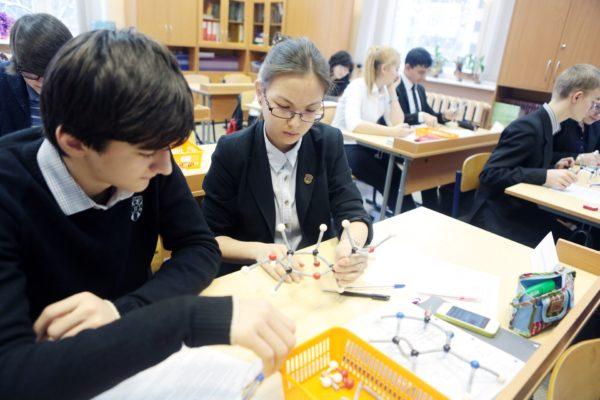 Москва увеличила норматив подушевого финансирования школ и детсадов