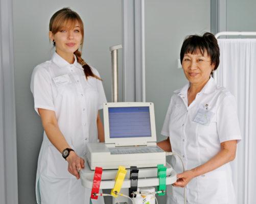 В поликлиники Москвы примут еще 500 новых узких специалистов
