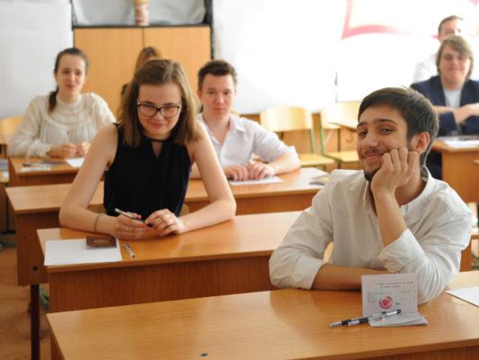 За первый месяц учебного года оценки в МЭШ проверяли 934 тыс москвичей