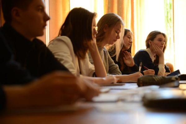 Известные блогеры провели уроки в столичных школах