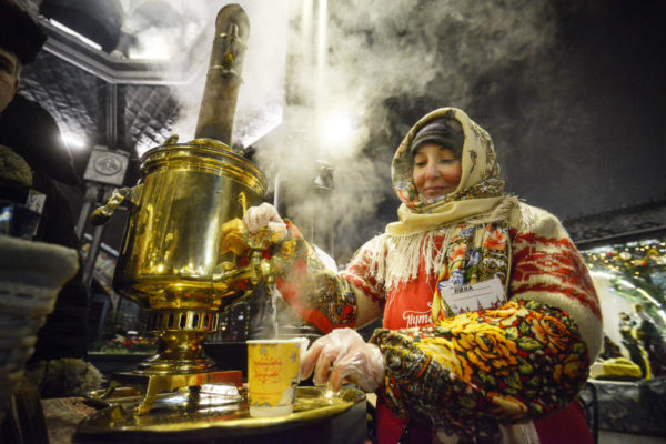 Курица бакхендль и мясное рагу тафельшпиц: бесплатные мастер-классы по приготовлению блюд организовали на Сиреневом бульваре