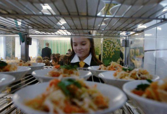 Исследование ВЦИОМ: Большинство москвичей довольны питанием детей в школах