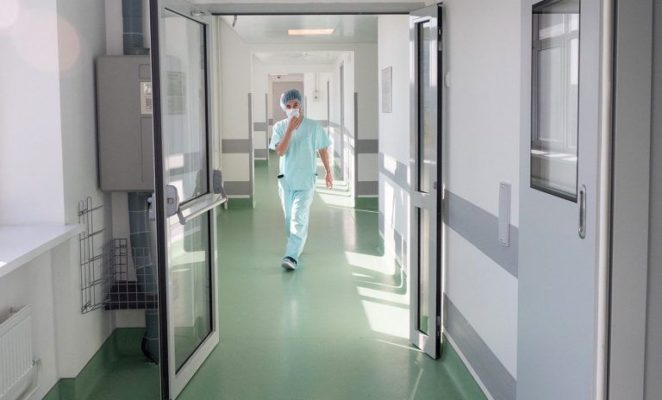Первого заболевшего коронавирусом в Москве готовят к выписке