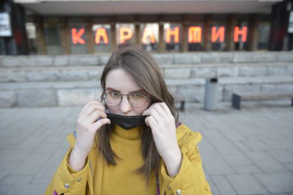 Как правильно носить медицинские маски рассказали жителям столицы