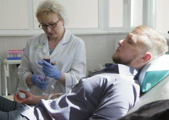 Переливание плазмы крови может помочь в борьбе с пандемией COVID-19