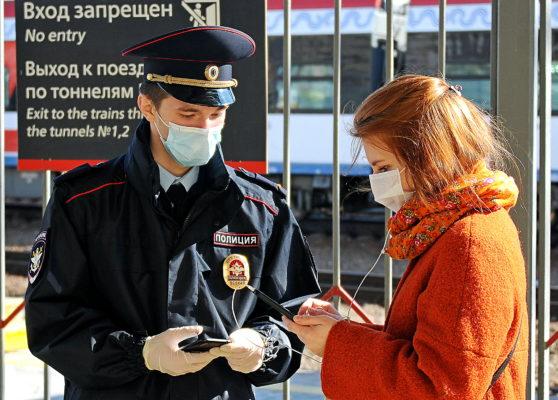 В Мосгордуме отметили, что цифровые рабочие пропуска продлят автоматически до 31 мая