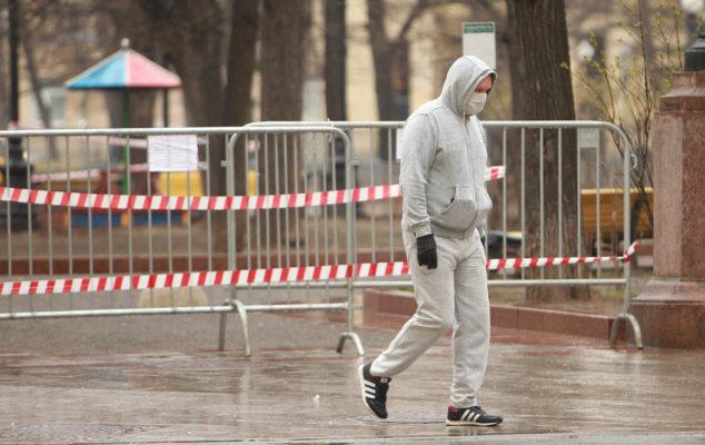 Депутат Мосгордумы призвал москвичей и впредь соблюдать введенные из-за коронавируса ограничения