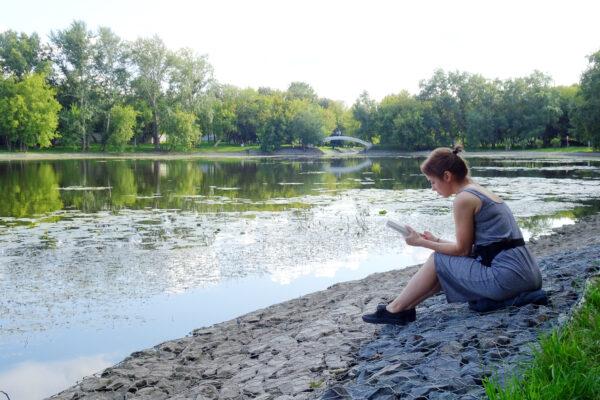 Москвичам рекомендовали защищаться от комаров раскладыванием чеснока