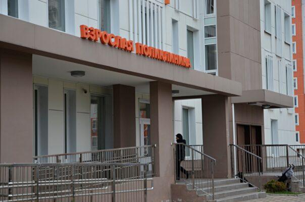 Горожане будут посещать врачей 25 поликлиник по новым адресам