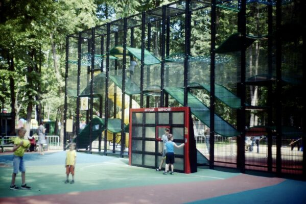 Жителям рассказали о преимуществах современных детских площадок