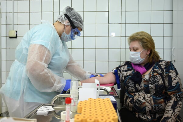 На бесплатный ПЦР-тест на COVID-19 записались около 50 тыс москвичей