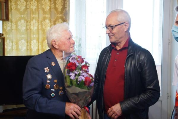 Евгений Герасимов рассказал о стартовавшей акции «Мобильные телефоны — ветеранам»
