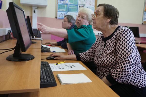 Почти 60 тысяч часов онлайн-занятий провели в рамках «Московского долголетия»
