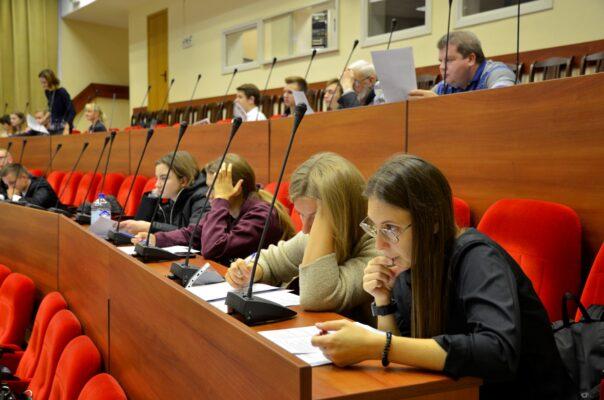 Бауманку закрыли за нарушения антиковидных мер и роста случаев COVID-19