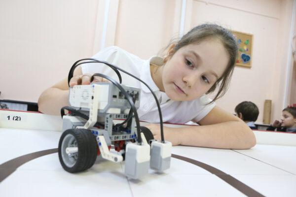Сергунина: С 2016 года обучение в детских технопарках столицы прошли 280 тысяч школьников