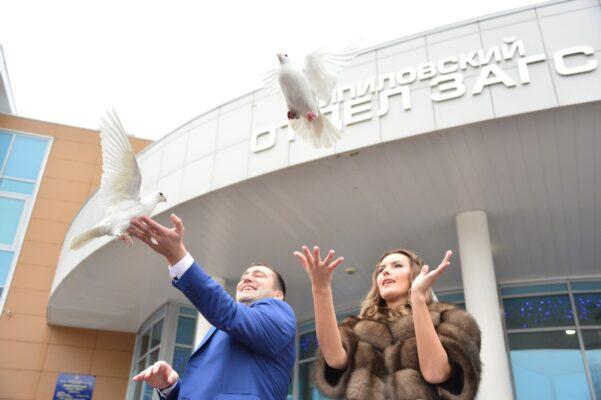 В Москве за 20 лет более 12 тысяч пар заключили брак в новогодние праздники