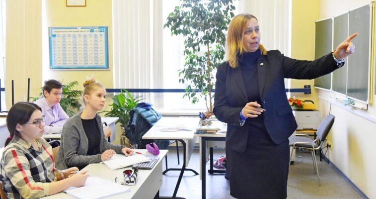 Для московских выпускников запустили цикл образовательных программ