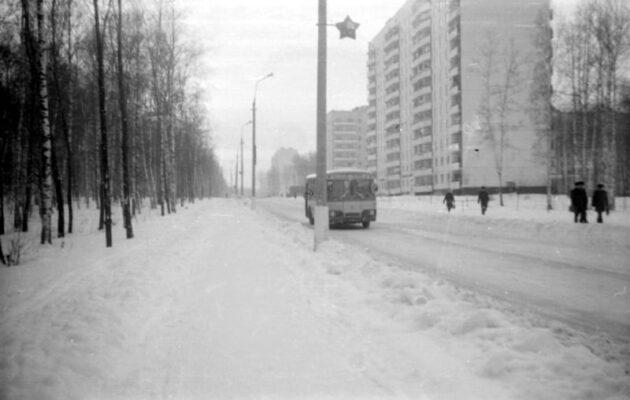 1975 год. Центральная улица – одна из первых улиц Академгородка.