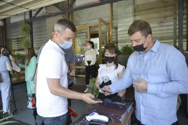 Сервис для получения QR-кодов в «бесковидные» рестораны заработал в Москве