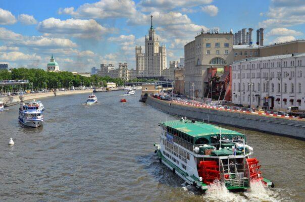 Оборот предприятий торговли и услуг Москвы за 5 месяцев года вырос на 46 процентов